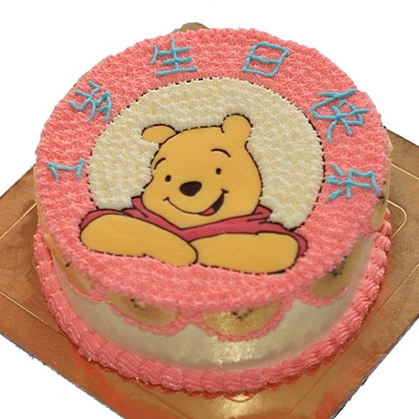 [订购电话]:0755-28280505 [说 明]:蛋糕中间鲜果夹心口味。蛋糕表面卡通维尼熊图案,宝宝周岁蛋糕。 [附 送]:刀、叉、盘、蜡烛 [留言反馈]:您对维尼熊蛋糕_1周岁蛋糕有什么好的意见建议欢迎告诉我们!